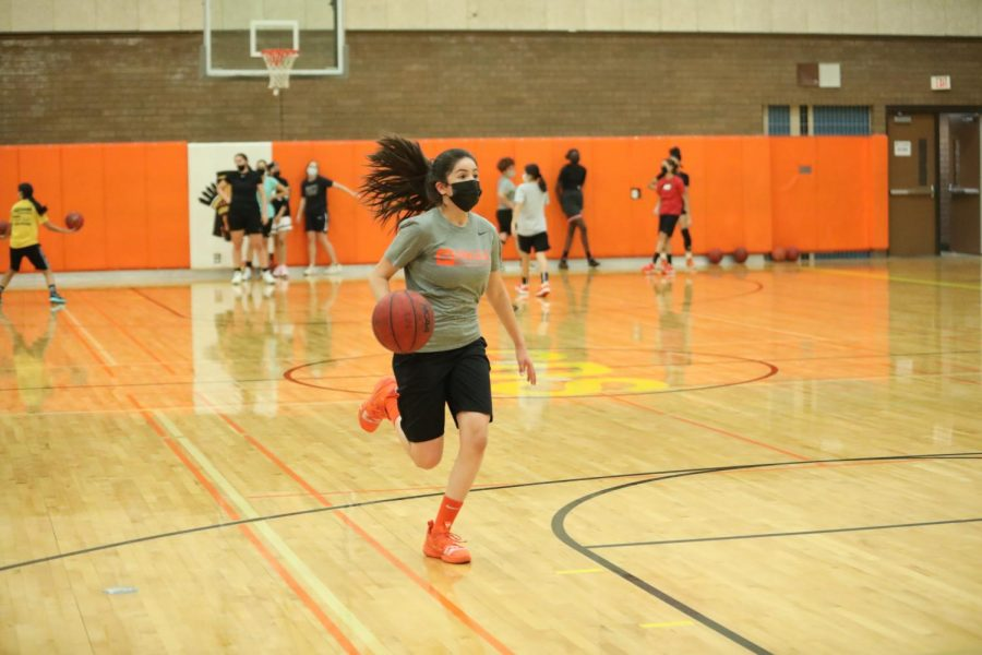 Girls Basketball practices for the winter sports season. Photo by Drew Nicolson.